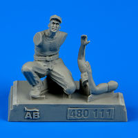 U.S. Army aircraft mechanic WWII - Pacific theatre Figurines